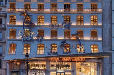 Dior allume sa lanterne sur les Champs-Elysées
